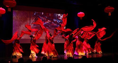 郑州歌舞剧院舞蹈表演《夜深沉》
